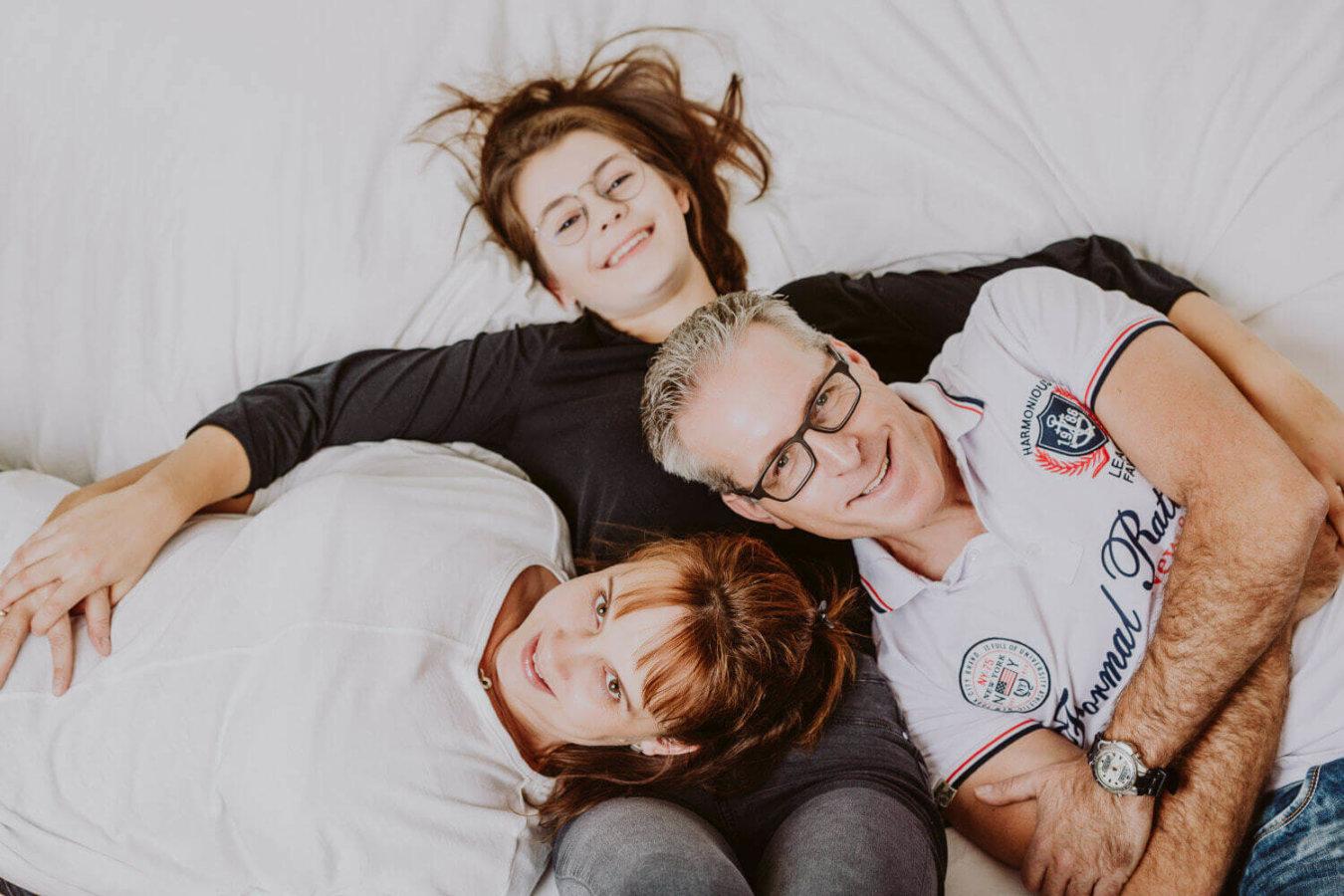 Familien Fotoshooting in Bett