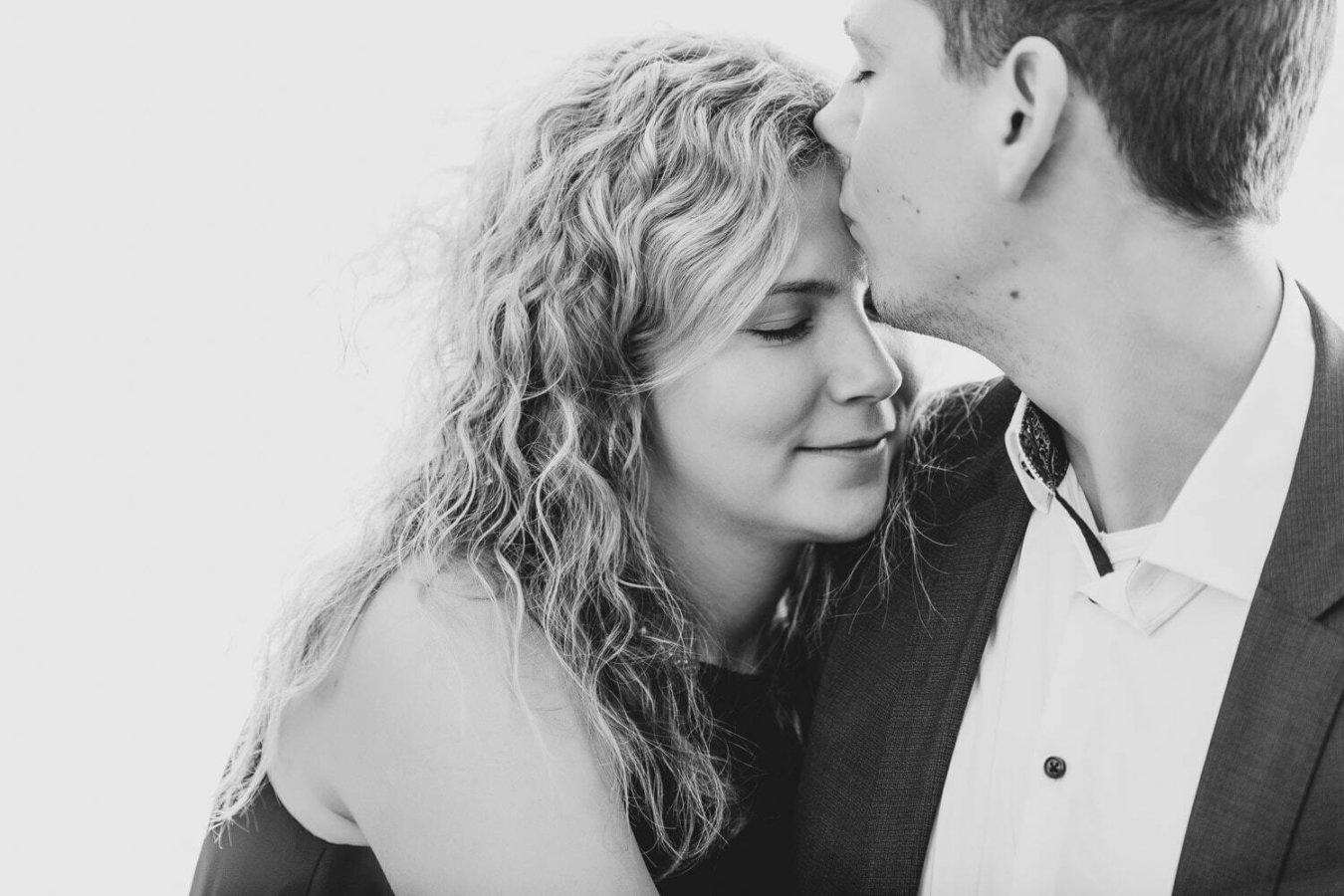 Paarshooting zeigt die Gesichter in Schwarzweiss